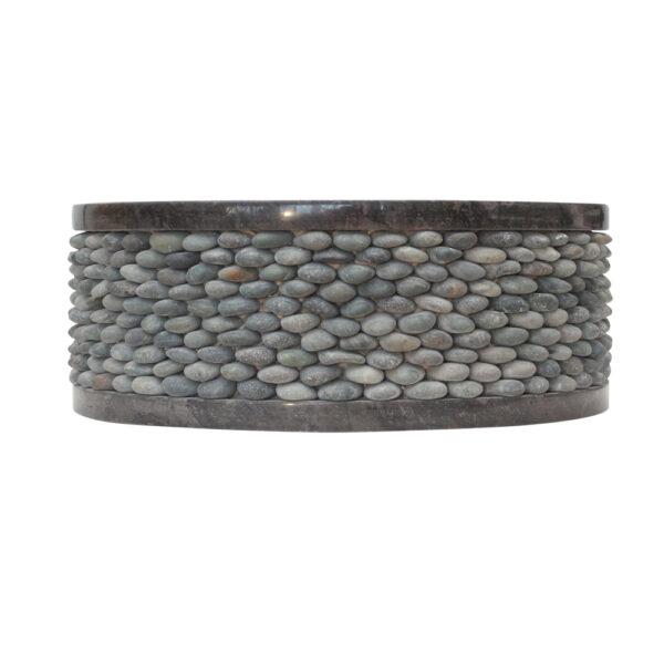 Czarna umywalka z kamienia z otoczakami 1
