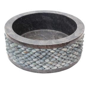 Czarna umywalka z kamienia z otoczakami 2