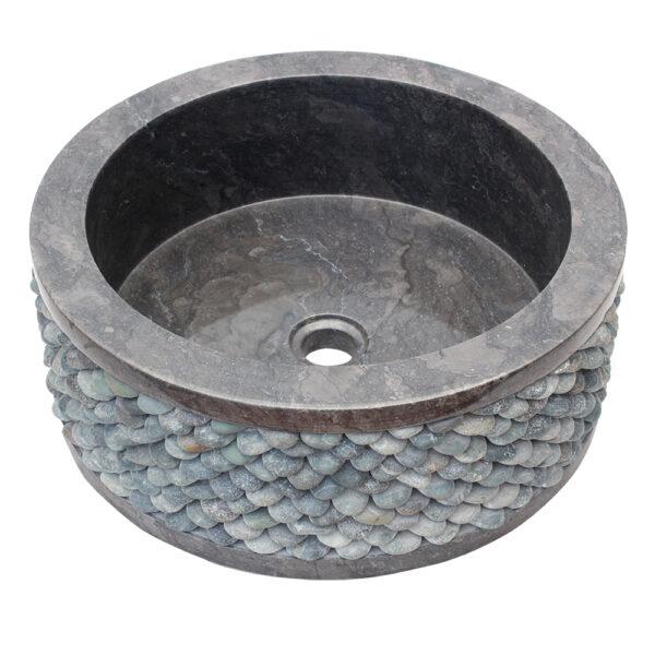 Czarna umywalka z kamienia z otoczakami 3